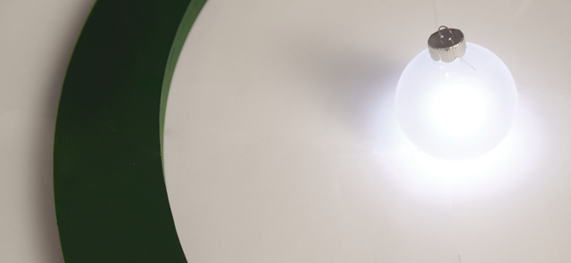Watch your Tree Shine Brightly with the Aura Wirelessly